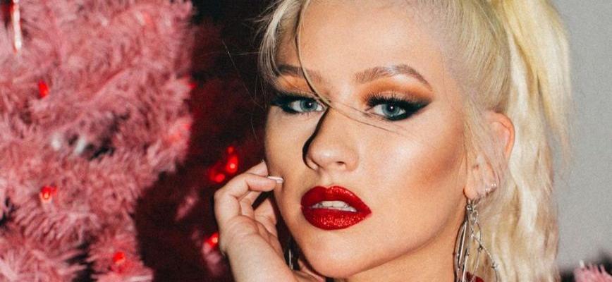 Christina Aguilera's Top Falls Down In Braless Studio Session