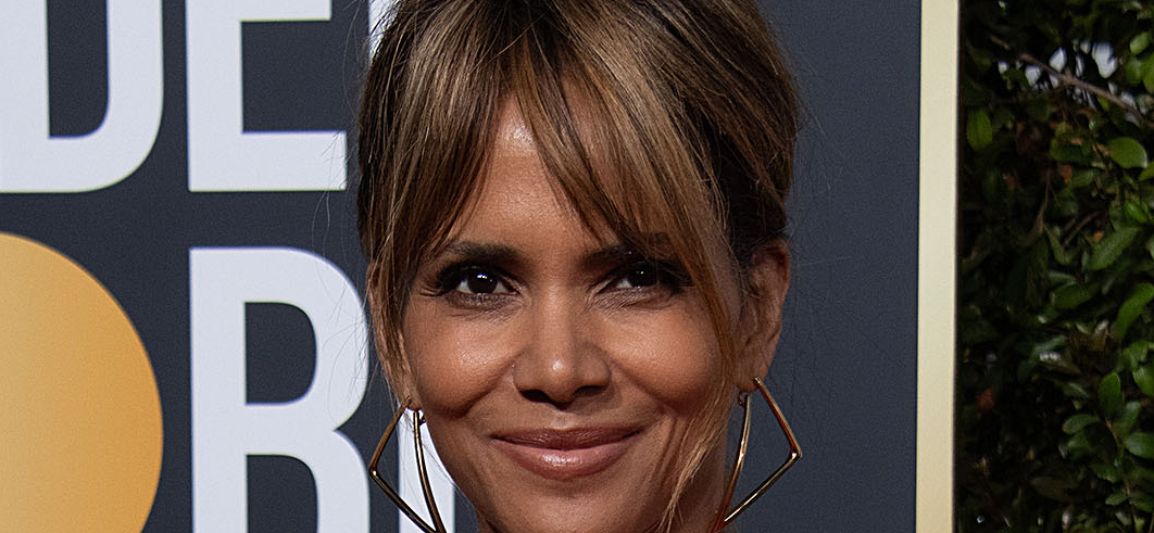 Halle Berry Drinks In Bed For Wine Wednesday: 'No Wine-ing Under These Sheets'