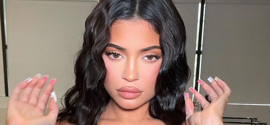 Kylie Jenner Faces Tough Crowd In Fluffy Weekend Bathrobe