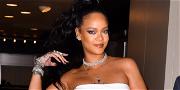 Rihanna Shares Sexy Mirror Selfie, Continues Stunting On Us Regular Humans