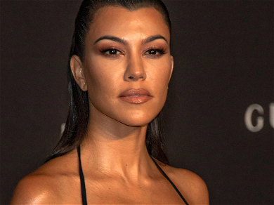 Kourtney Kardashian Caught On Toilet With Undies Down