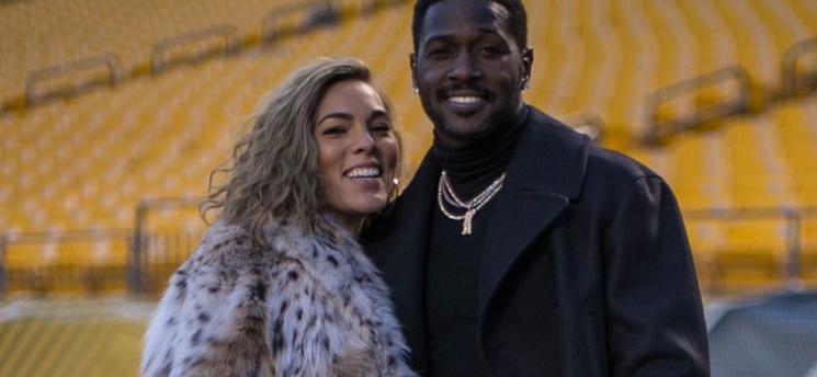 Antonio Brown's Baby Mama Chelsie Kyriss Trashes Ex-NFL Star After Police Showdown, Posts Text Screenshots