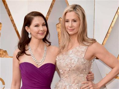 Mira Sorvino and Ashley Judd Walk Oscars Red Carpet Together