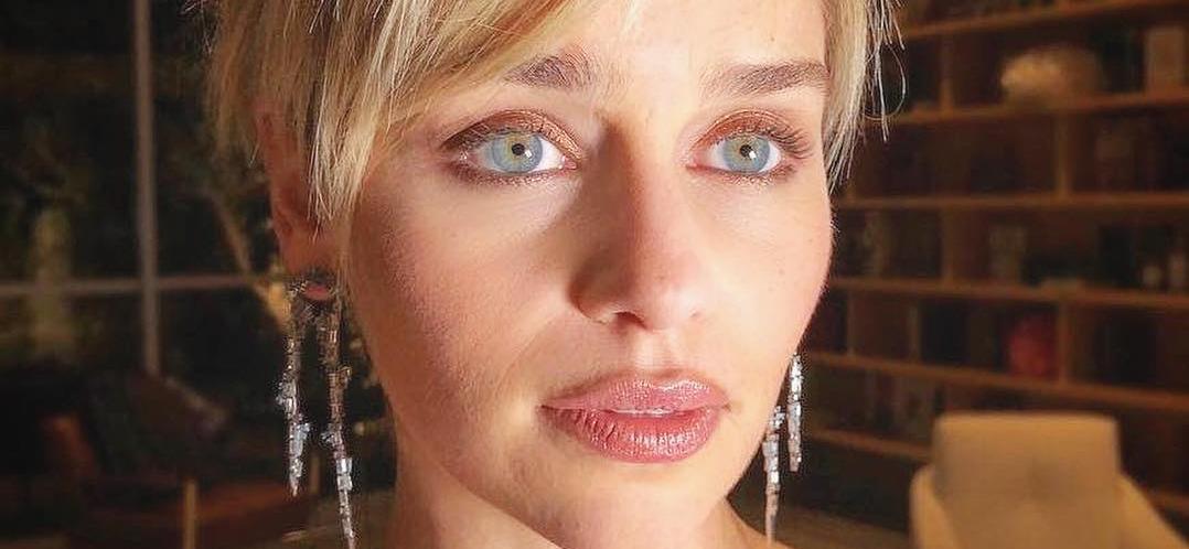 Emilia Clarke Worries Fans In Daisy Dukes At Italian Waterside Restaurant