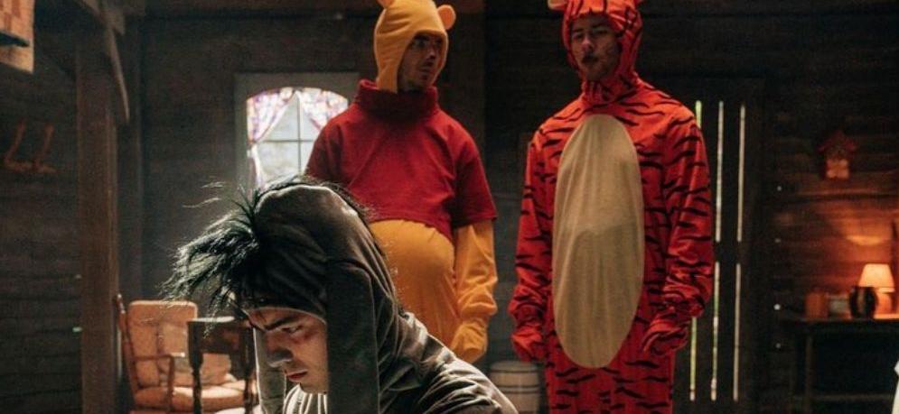The Jonas BrothersParody 'Winnie The Pooh' On The Late Show!?