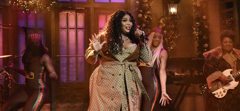 Lizzo Performs on 'SNL' Despite Illness