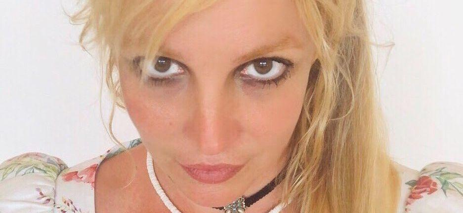 Britney Spears Removes Pants For Code 'Red' While Getting Lucky
