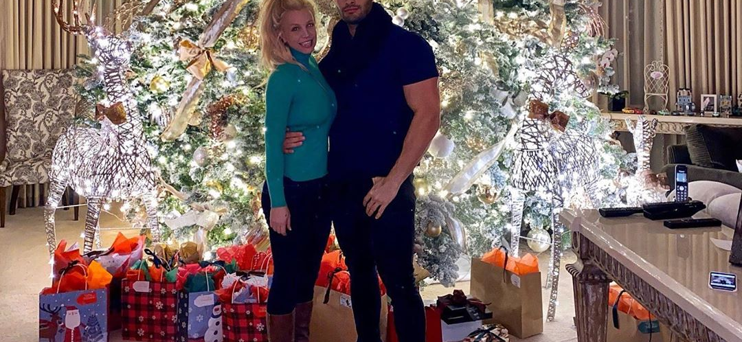 Britney Spears Spends A FORTUNE On Christmas Lights, You Will Never Guess The Price Tag!