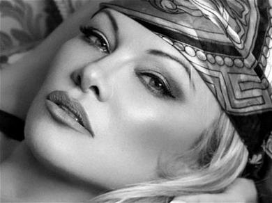 Pamela AndersonDisrobes On Sand To BringJulian Assange Home