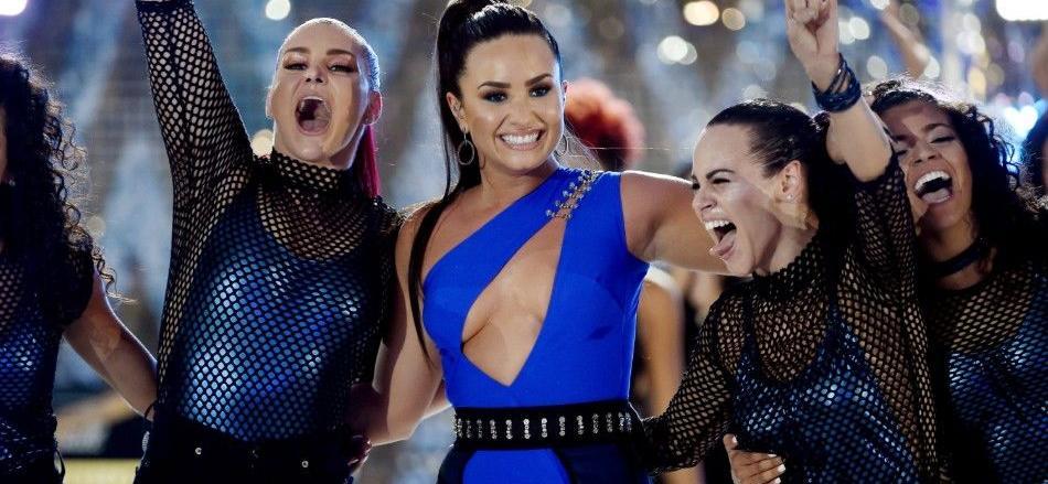 Demi Lovato's 2010 Super Bowl Tweet Just Proved Dreams Come True – See The Pic
