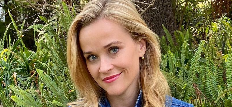 Reese Witherspoon & 21-Year-Daughter Ava Look Identical In Matching Xmas Sweaters