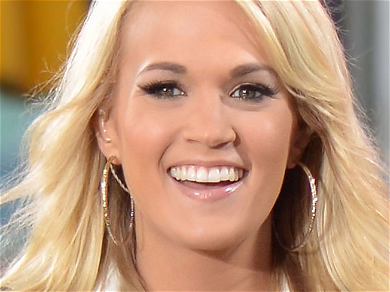 Carrie Underwood Flaunts Killer Legs With Mouth On Mic