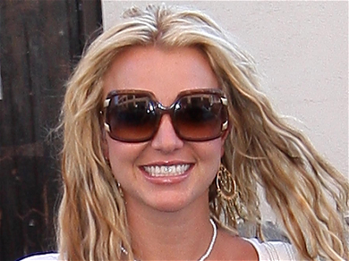 Britney Spears Shows Off Body With Yoga On Beach After Court Win