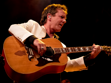 Kiefer Sutherland 'Seriously Injured' After Fall On Tour Bus