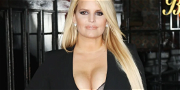 Jessica Simpson Stuns With Plunging Swimsuit Selfies