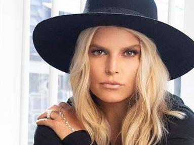 Jessica Simpson Highlights Billion-Dollar Butt With Flawless Mirror View