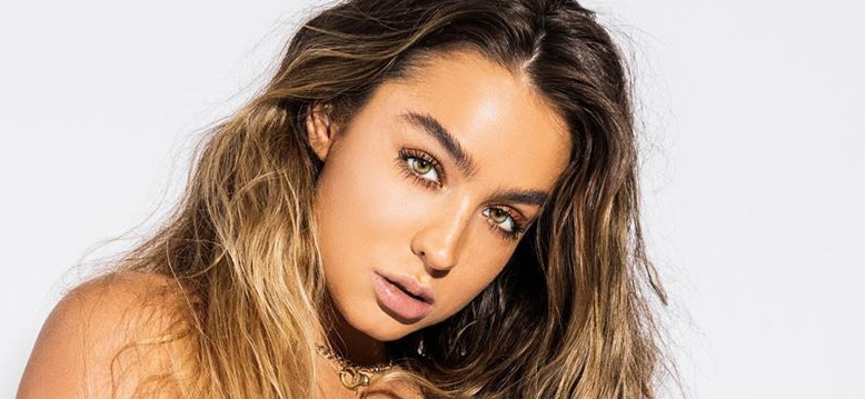Sommer Ray Is Anything But 'Average' While Exposing Fit Body In Movie Trivia Challenge