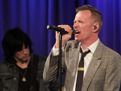 Late STP Singer Scott Weiland's Ex Wants His Estate to Pay Child Support