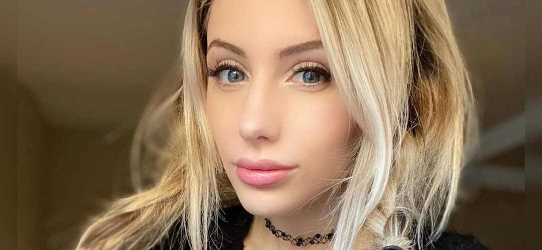 Cosplay Model Liz Katz Stuns In Open Shirt While Showing Off 12 Ft Tentacle