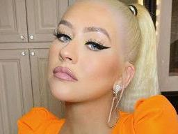 Christina Aguilera Lifts 'Em In Late-Night Bubble Bath