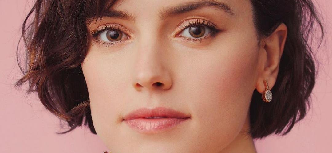 """""""Star Wars"""" Star Daisy Ridley Called """"Aggressive"""" and """"Intimidating"""" On Set"""