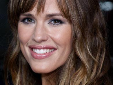 Jennifer Garner Shows Off Jaw-Dropping 'Powerful Mom' Street Style
