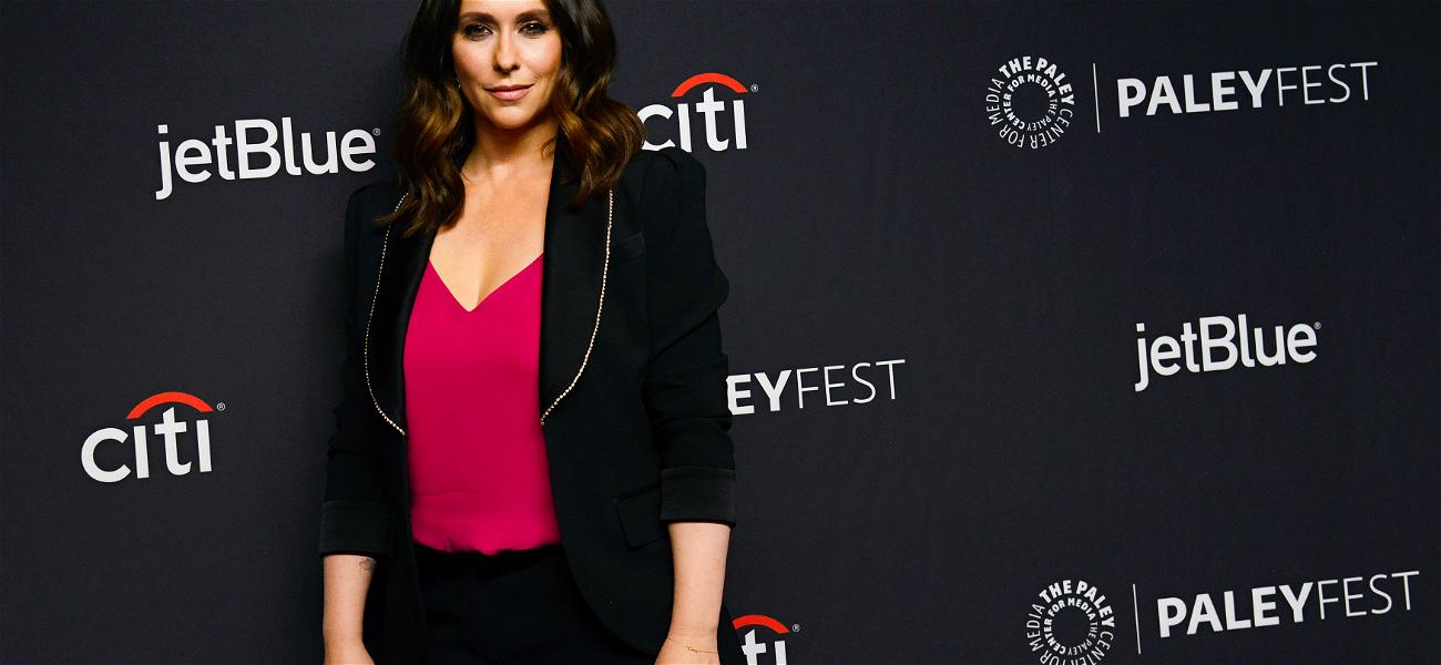 Jennifer Love Hewitt Goes From Brown To Hot Pink In New Quarantine Hairstyle