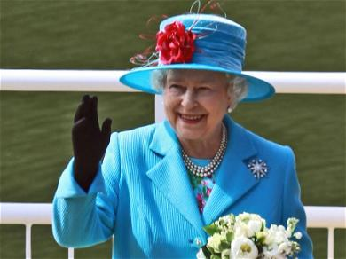 Queen ElizabethII Changes Christmas Plans For The First Time In Three Decades