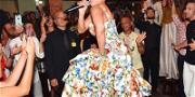 Jennifer Lopez Puts On Impromptu Italian Concert