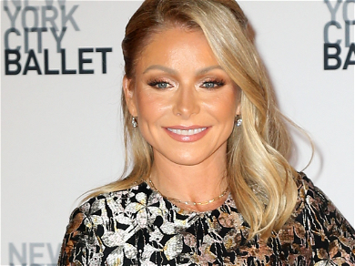Kelly Ripa's a 20/20 In New Gucci Glasses And Electric Pants