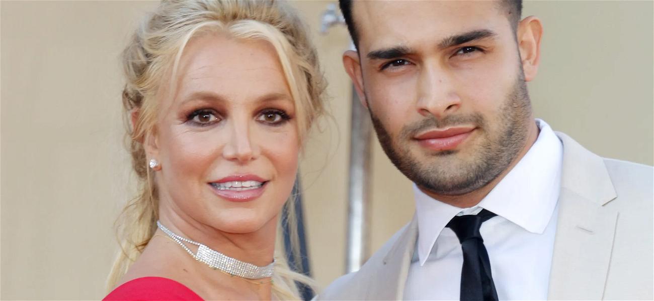 Britney Spears Helps Bodybuilder Boyfriend With Iron Pump Workout