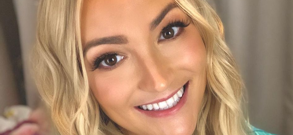 Jamie Lynn Spears Lifts Shirt For Vibrating Surprise