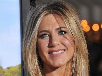 Jennifer AnistonHas A New Man, But It's Not Brad Pitt