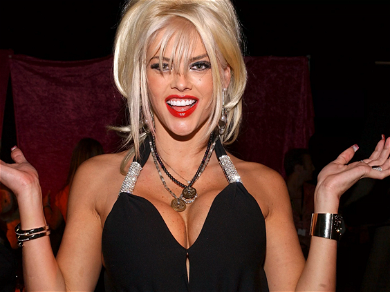 Anna Nicole Smith's Daughter Takes Control Of Personal Items Held By Former Lover Howard K. Stern