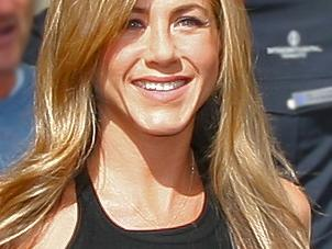 Jennifer Aniston and an Old Flame Hang Out for Thanksgiving!