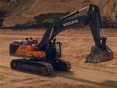 'Gold Rush' Parker Schnabel Brings In the Biggest Excavator You've Ever Seen!