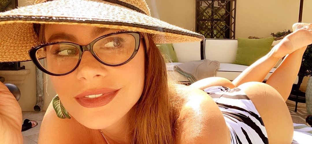 Sofia Vergara Stuns In Revealing Dress While Showing Off 'Perfect' Summer Bag