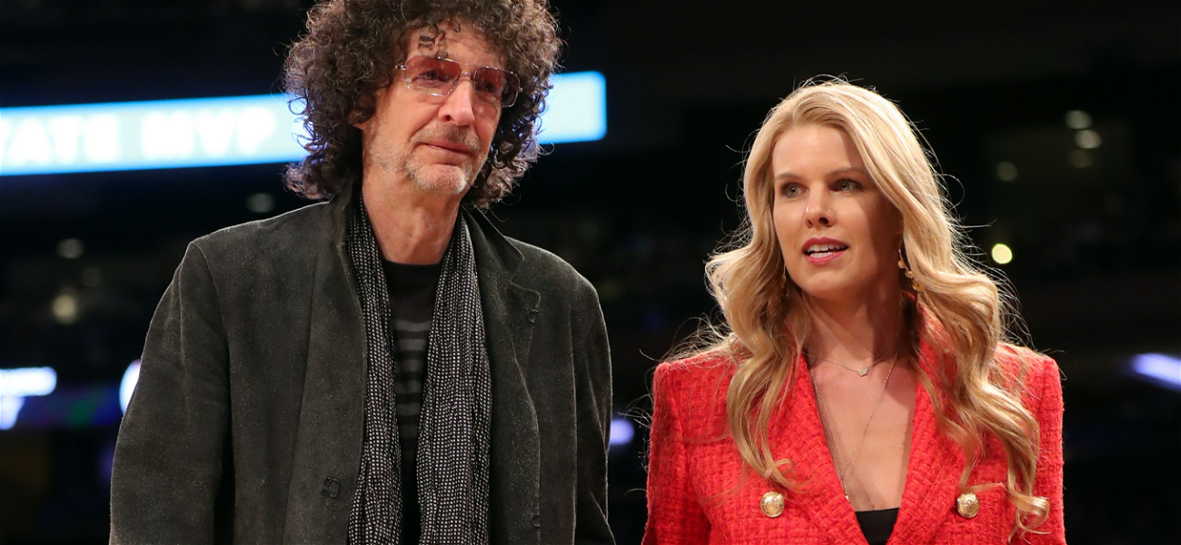 Howard Stern Playing With His Cats Is The Most Heartwarming Thing You've Ever Seen!