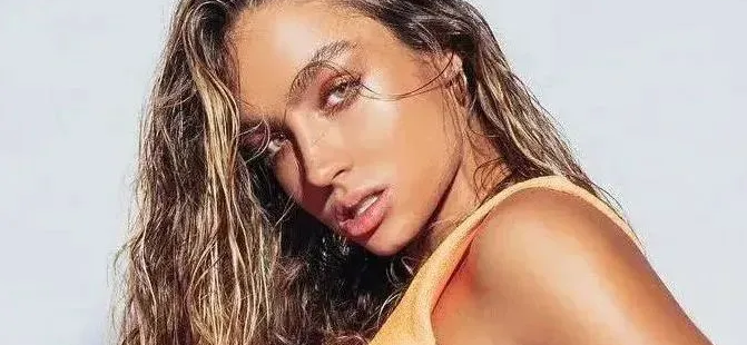 Sommer Ray Blossoms Braless On Tennis Court In Skintight Floral Spandex