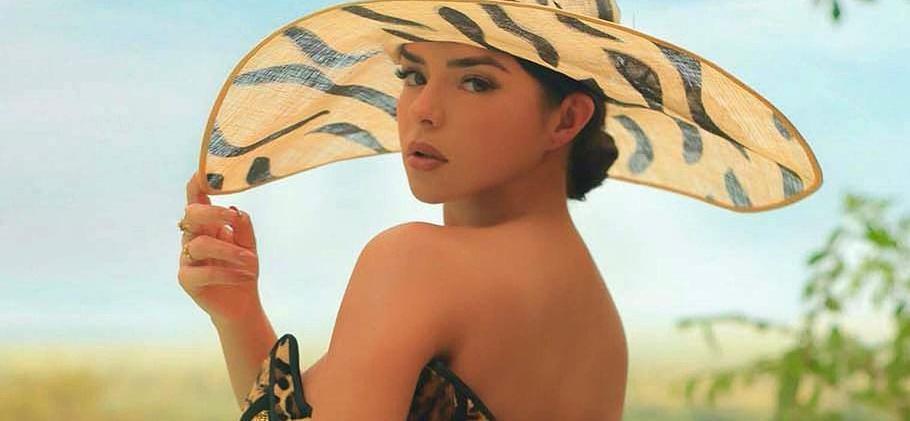 Demi Rose Pulls Down Stringy Bikini For Cash