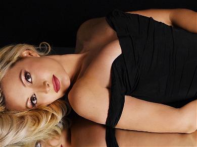Holly Madison Shares STUNNING Lingerie Shots While Under Coronavirus Quarantine