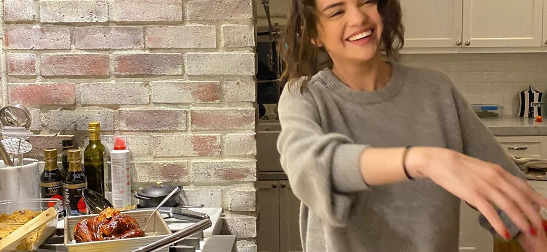 Selena Gomez Shares Photo Of Her Homemade Mac And Cheese — How Good Does This Look?!