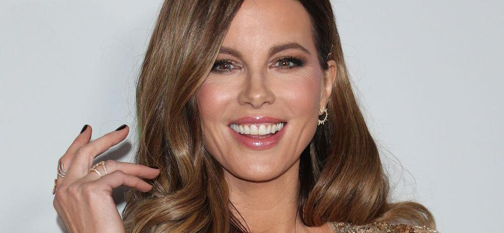 Kate Beckinsale Spreads Legs With A Cat Down Her Pants