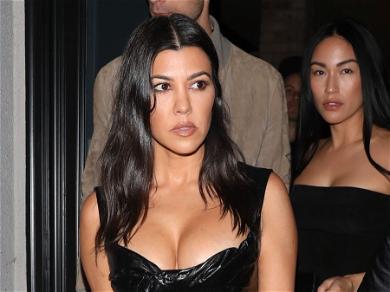 Was Kourtney Kardashian Photoshopped Into Family Holiday Pic?
