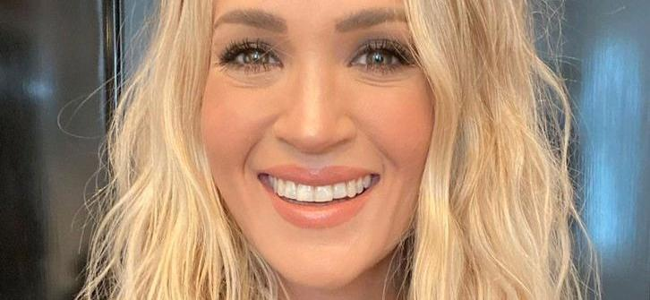 Carrie Underwood Is A Real Person: Wears Leggins & Helps Stray Dogs