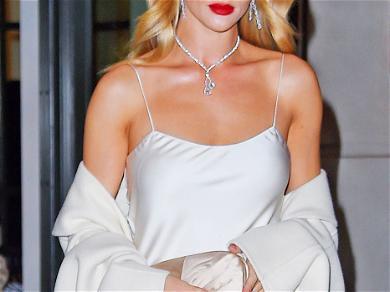 Rosie Huntington-Whiteley Looks Beautiful in Winter White