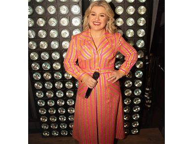 Kelly Clarkson Opens Up On Her Struggles With 'Motherhood'