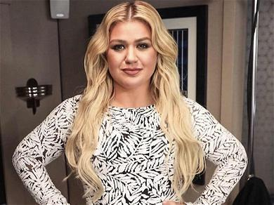 Kelly Clarkson Reveals She Struggles With Depression Amid Divorce