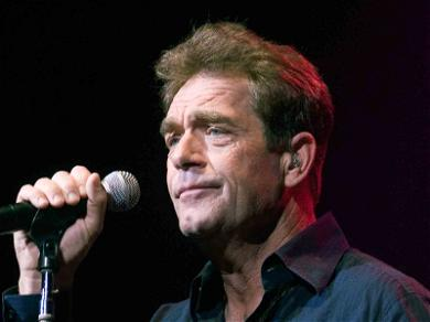 Huey Lewis Cancels Tour After Revealing He Lost His Hearing