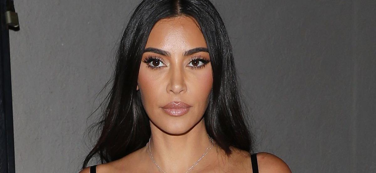 Kim Kardashian Looks Breathtaking In Makeup FreeBikini Selfie